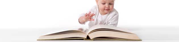 beba sa knjigom