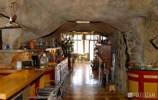 pećinska kuća