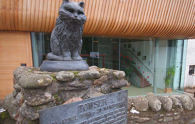 Towser je ime mačke kojoj je u Škotskoj podignut spomenik, a koja je u svoje vrijeme ulovila više od 30.000 miševa!