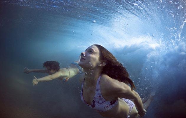 Uprkos činjenici da je gotovo jednak iznos muškaraca i žena koji se kupaju u moru, U 90% slučajeva muškarci budu žrtve napada ajkule. (foto: Mark Tipple)