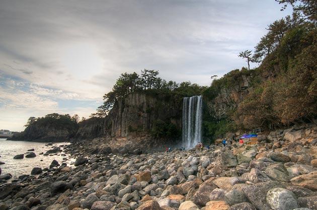 Jeongbang vodopad (voda pada direktno u more)