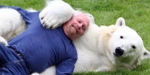 covjek-i-polarni-medvjed