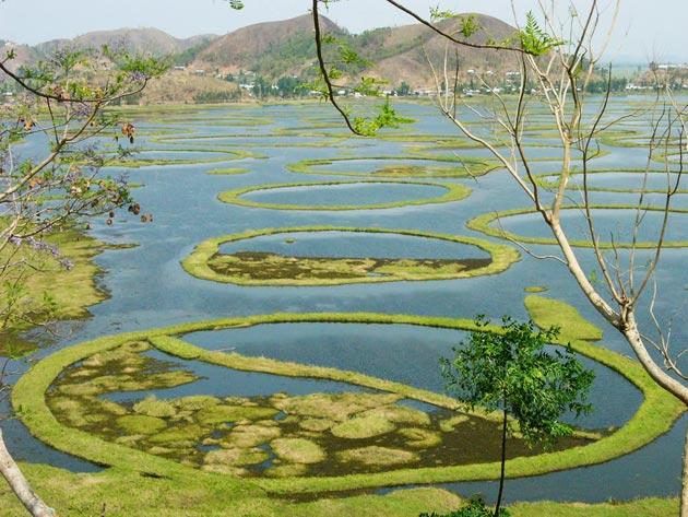 Jezera - Page 2 Loktak-jezero1