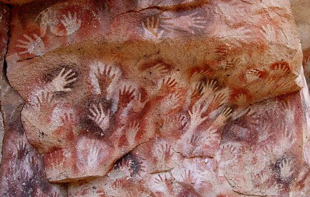 """Cueva de las Manos (""""pećina ruku"""") - ljudske ruke oslikane na zidovima pećine prije 13.000 do 9.000 godina."""