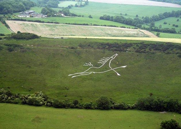 Bijeli konj kod Folkestona je nastao 2003. godine, a dizajnirao ga je i izradio lokalni umjetnik Charlie Newington.