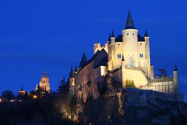 Dvorci koje verovatno nikada nećete posedovati - Page 3 Alcazar-de-Segovia-1