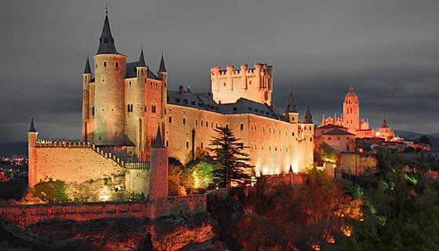 Dvorci koje verovatno nikada nećete posedovati - Page 3 Alcazar-de-Segovia-15