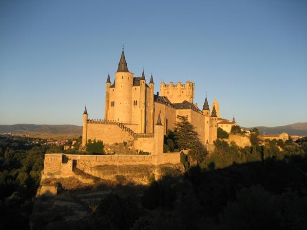 Dvorci koje verovatno nikada nećete posedovati - Page 3 Alcazar-de-Segovia-2
