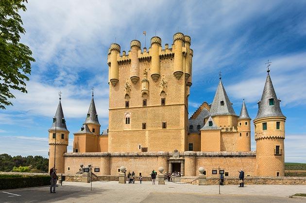 Dvorci koje verovatno nikada nećete posedovati - Page 3 Alcazar-de-Segovia-4