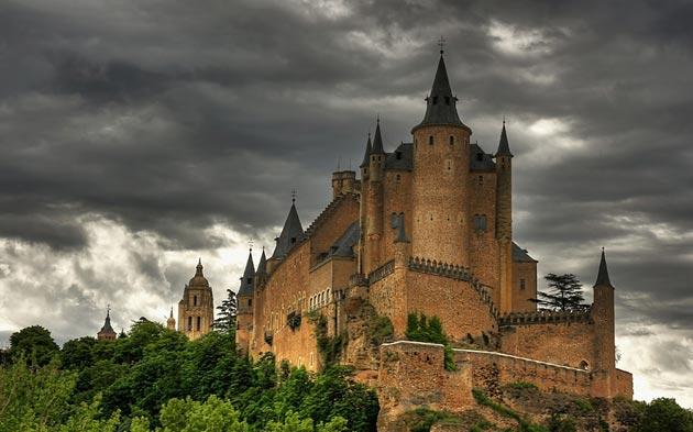 Dvorci koje verovatno nikada nećete posedovati - Page 3 Alcazar-de-Segovia-5