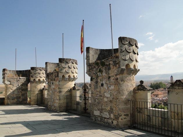 Dvorci koje verovatno nikada nećete posedovati - Page 3 Alcazar-de-Segovia-6