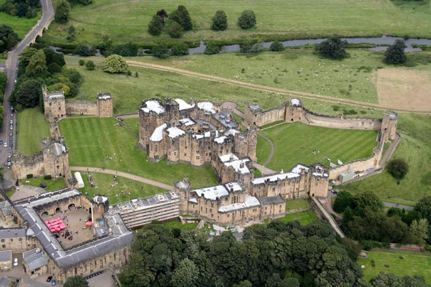Dvorci koje verovatno nikada nećete posedovati - Page 3 Alnwick-Castle-12