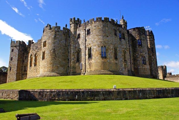 Dvorci koje verovatno nikada nećete posedovati - Page 3 Alnwick-Castle-1a