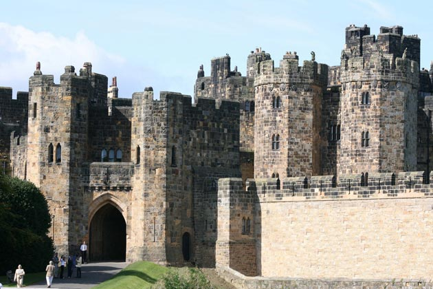 Dvorci koje verovatno nikada nećete posedovati - Page 3 Alnwick-Castle-2