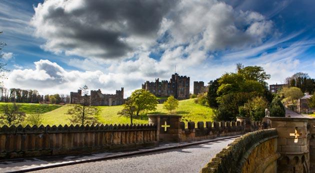 Dvorci koje verovatno nikada nećete posedovati - Page 3 Alnwick-Castle-3