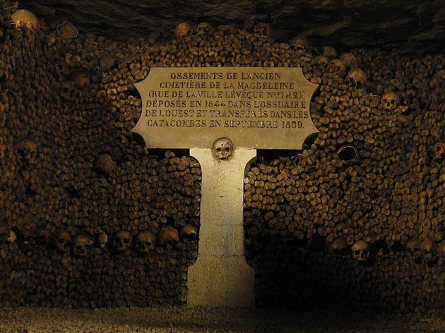 Pariske-katakombe-2