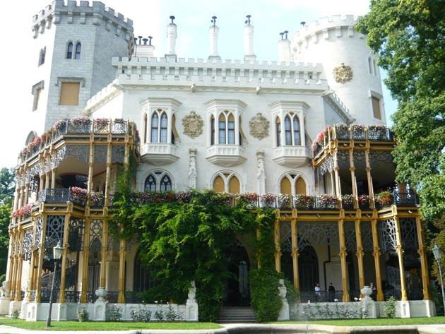 Dvorci koje verovatno nikada nećete posedovati - Page 3 Hluboka-7