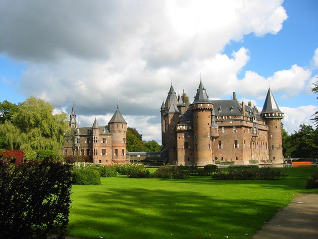 Dvorci koje verovatno nikada nećete posedovati - Page 3 Kasteel-de-Haar-5