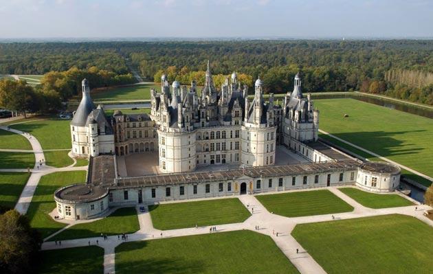 Dvorci koje verovatno nikada nećete posedovati - Page 3 Dvorac-Chambord-12