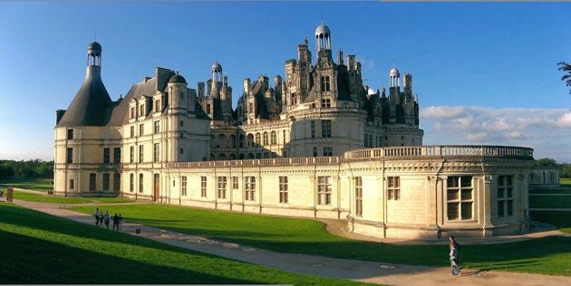 Dvorci koje verovatno nikada nećete posedovati - Page 3 Dvorac-Chambord-3